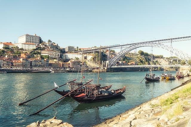 Kávézók, borok és történelem: utazás Portóba